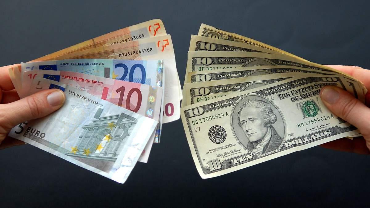 Євро замість долара: чому валюта ЄС стає популярнішою за американську