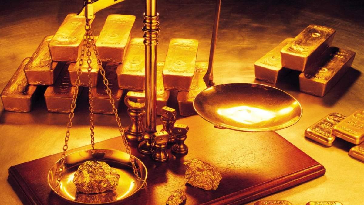 Ціна золота різко впала після публікації протоколу Федрезерву США: як це вплинуло на долар
