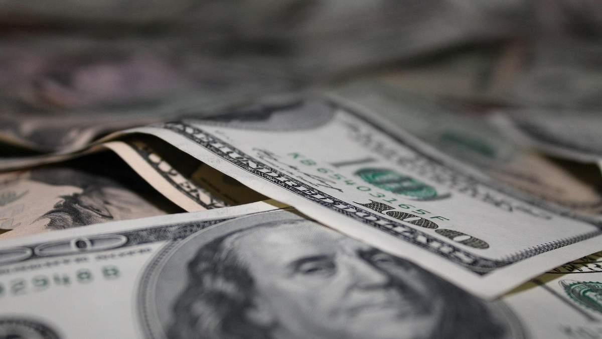 Курс валют на 22 сентября: доллар уверенно дорожает, евро упало в цене