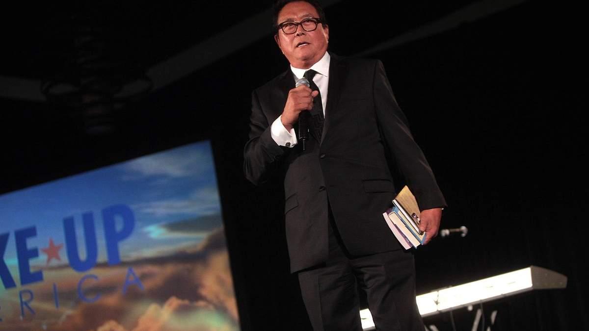 Роберт Кіосакі закликає інвестувати в біткойни і золото