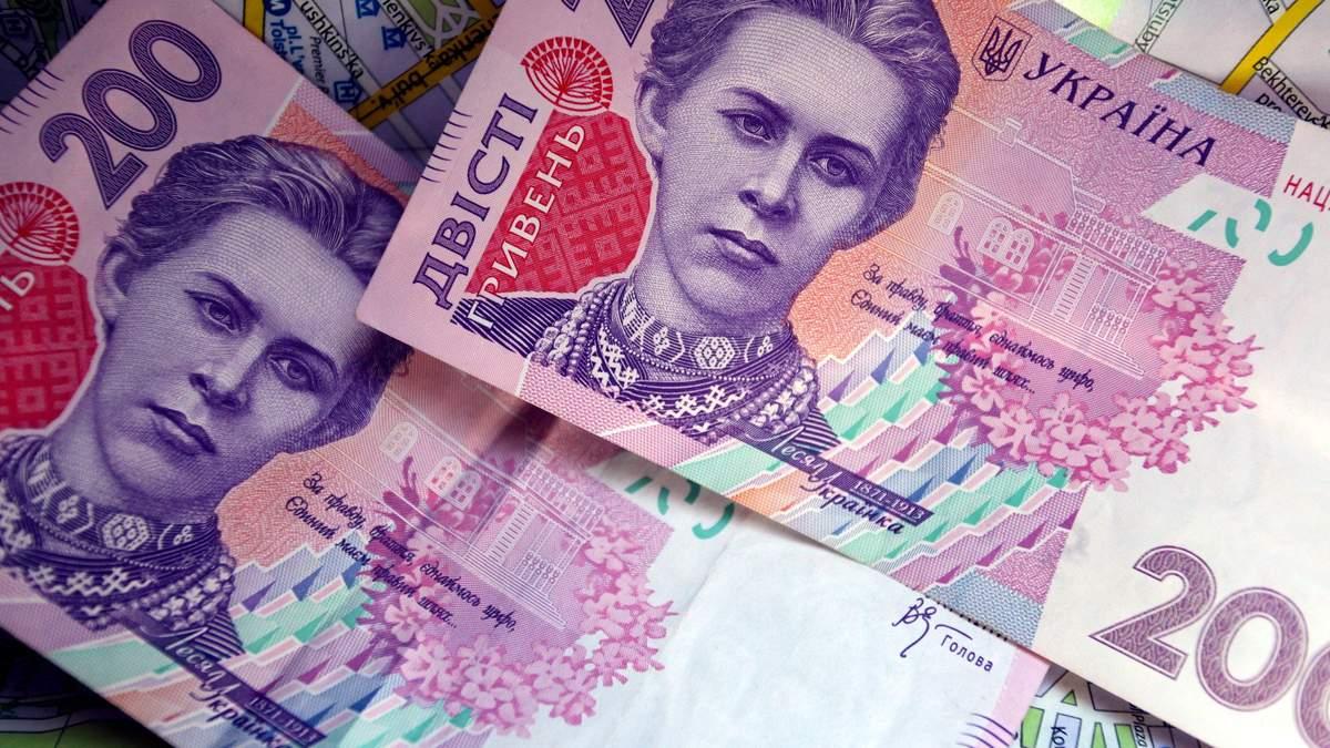 Курс валют на 6 октября: гривна рекордно упала по отношению к доллару, евро резко подорожал