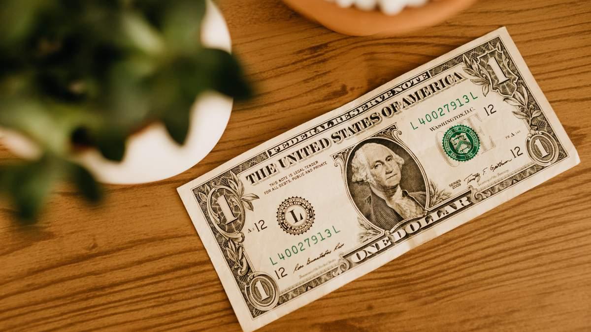 Гривня впала до дворічного мінімуму: яким буде курс долара цього тижня