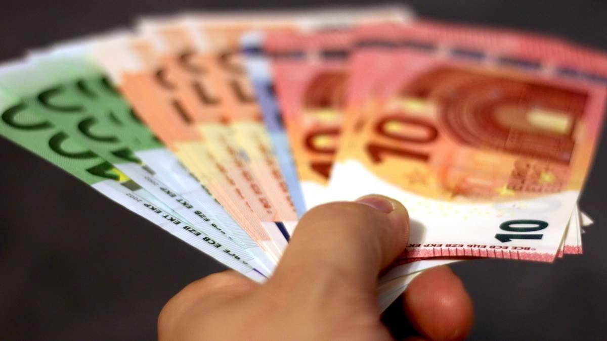 Курс валют на 4 листопада: євро і долар продовжують стрімко рости