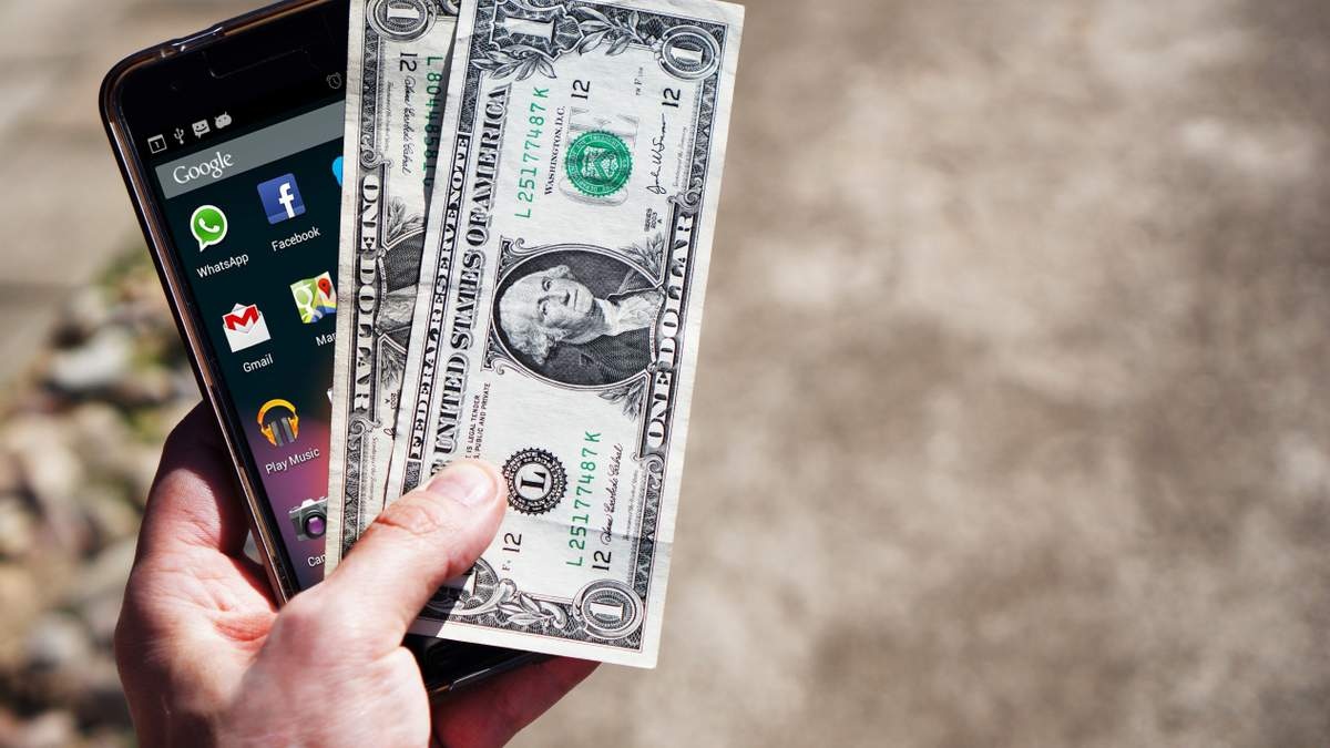 Курс валют на 6 листопада: долар подешевшав, а євро навпаки виріс