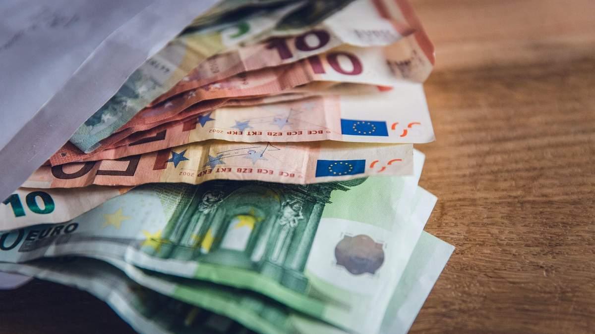 Курс валют на 11 ноября: гривна сильно укрепилась относительно евро, доллар – стабильный