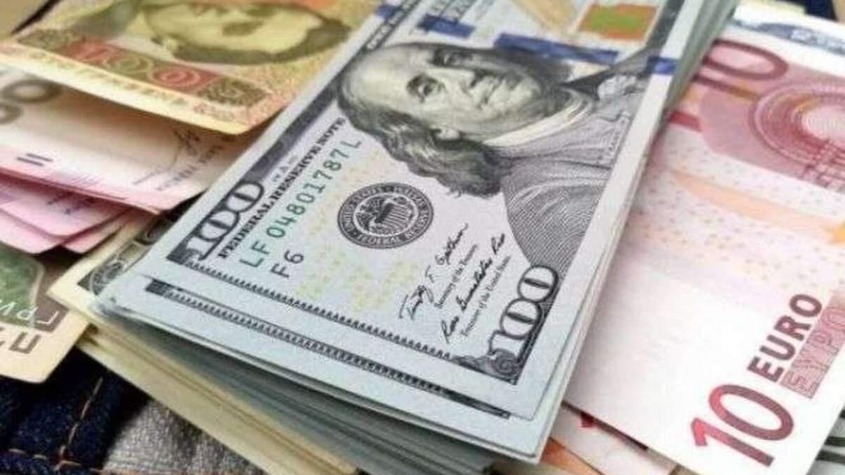 Готівковий курс на 17 листопада: євро йде вгору, а долар падає в ціні