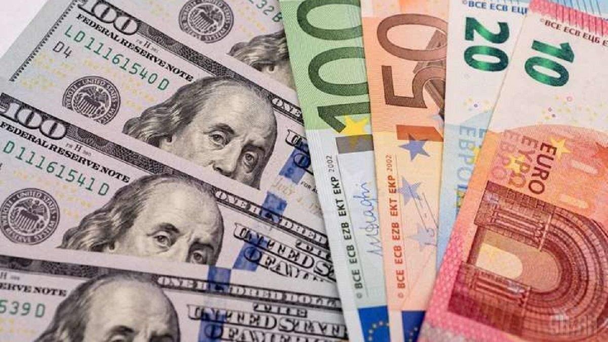 """Готівковий курс валют 18 листопада: гривня """"плаває"""" і дешевшає"""