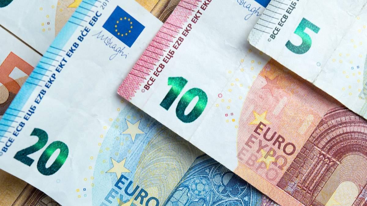 Курс валют на 25 ноября: евро резко упал в цене после длительного роста, доллар – стабильный