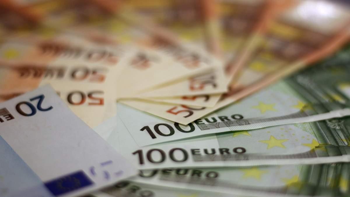 Курс валют на 26 листопада: євро стрімко дорожчає, долар – несуттєво