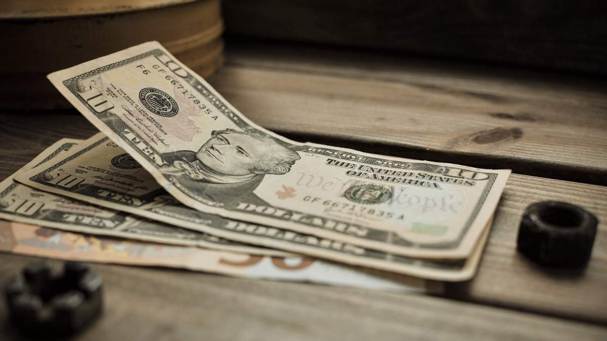 Курс валют на 27 ноября: доллар резко подорожал, евро тоже продолжает расти