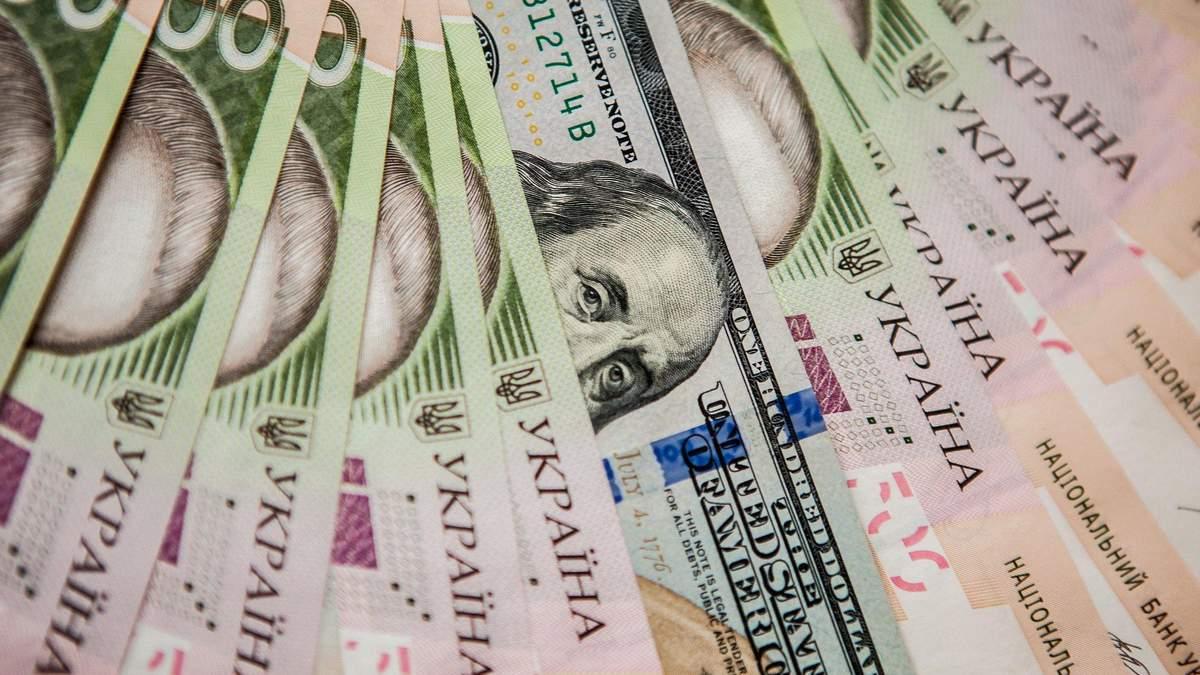 Курс валют на 7 грудня: долар і євро впали після вихідних, але несуттєво