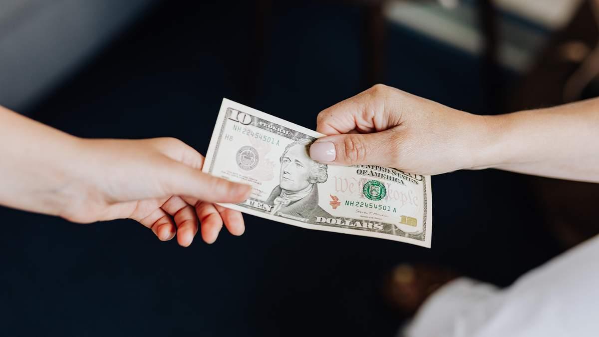Курс валют на 8 грудня: євро різко впало, долар теж слабшає