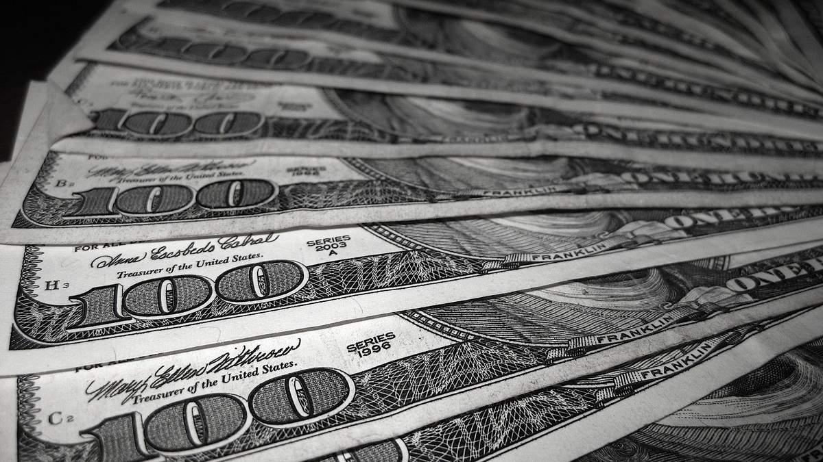 Курс валют на 11 декабря: гривна немного ослабла по отношению к доллару и евро