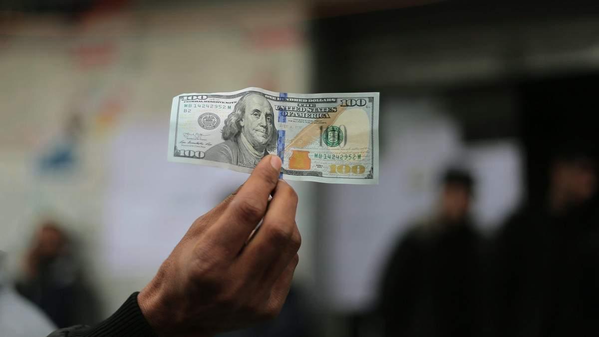 В декабре украинцы купили рекордное количество валюты: цифра