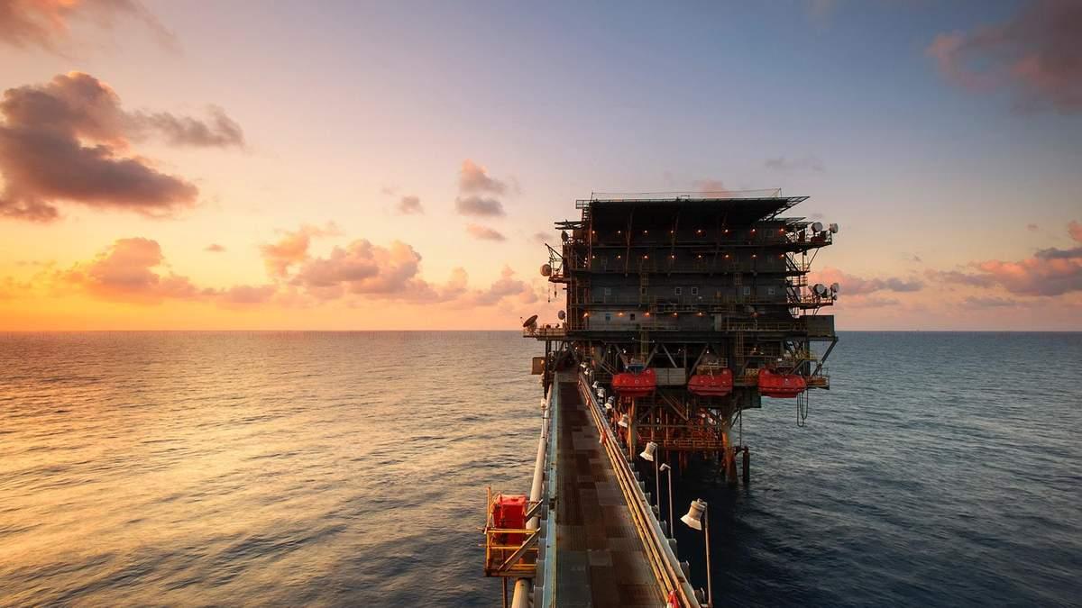 Цена на нефть Brent i WTI 13 января 2021 растет: причины