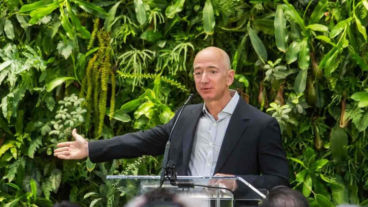 Джефф Безос покидает пост гендиректора Amazon: что случилось