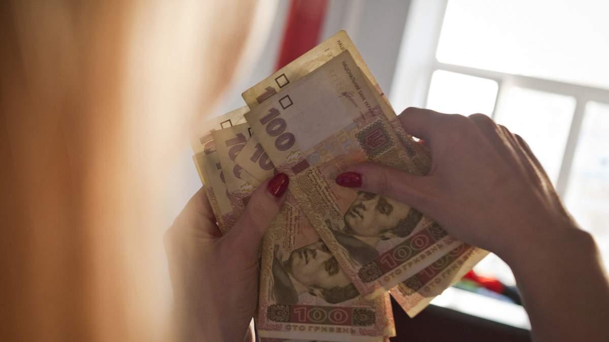 Гривна укрепилась по отношению к доллару: НБУ назвал главные причины
