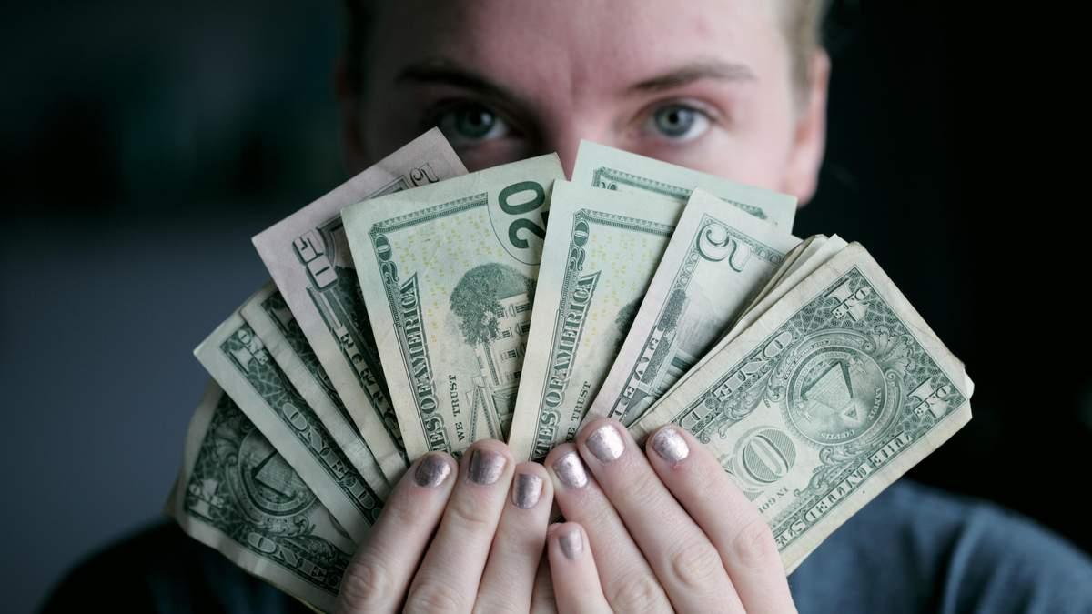 Японская иена падает, а доллар растет: как на этом заработать