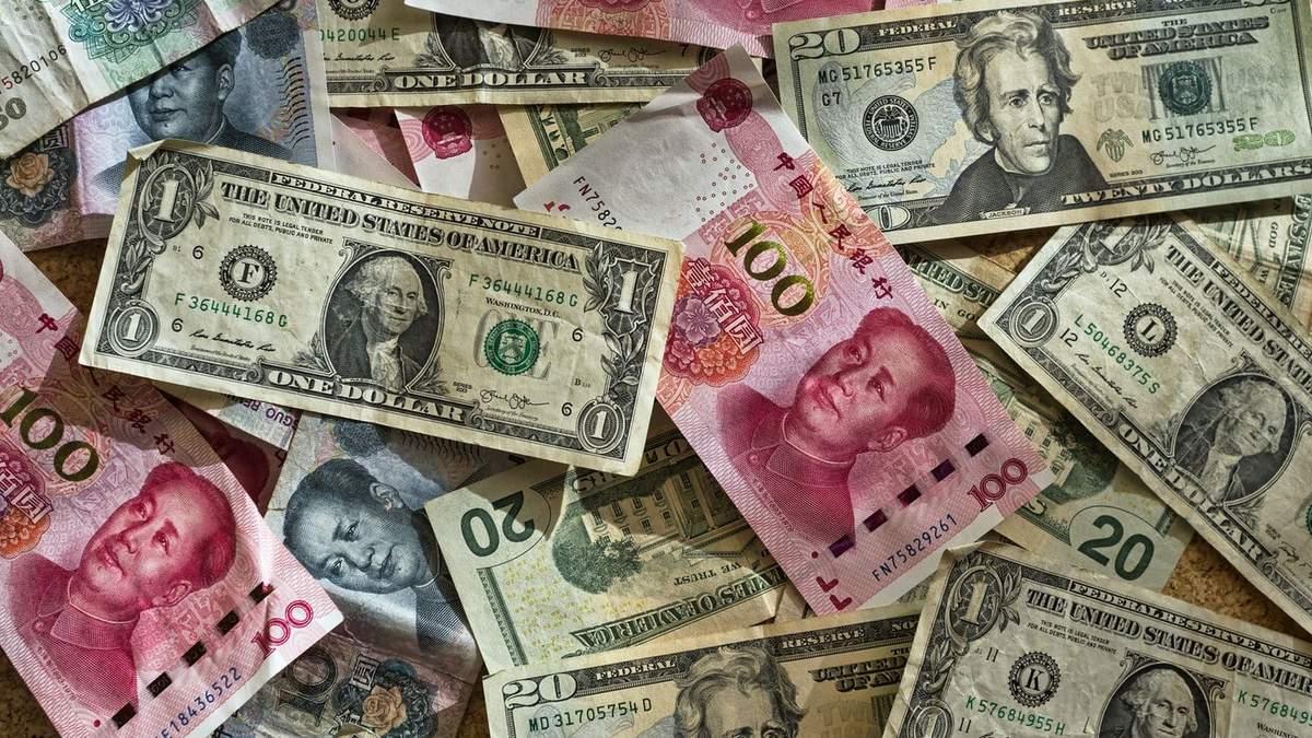 Юань стремительно ослабевает по отношению к доллару США: реакция Китая