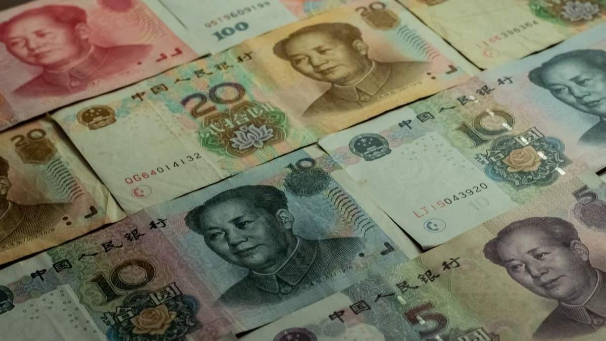 Юань укрепляется на фоне падения доллара США