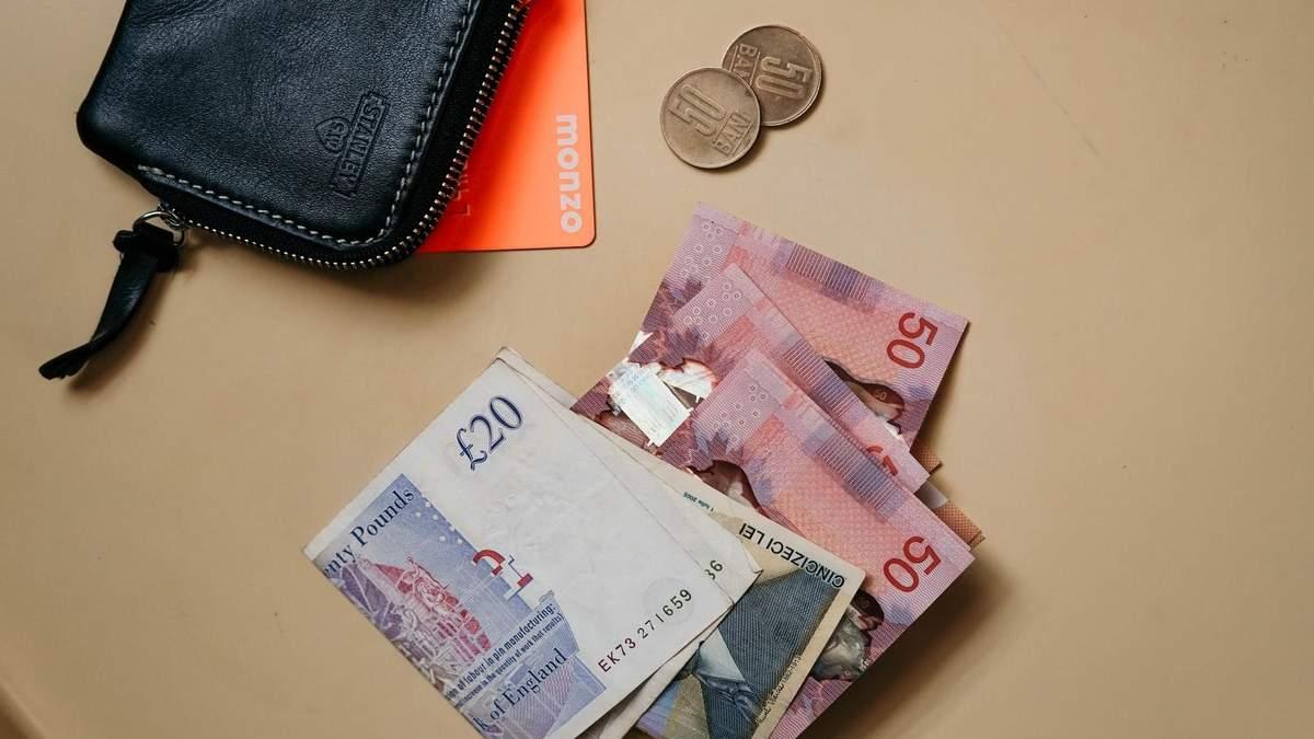 Велика Британія готова відмовитися від паперових грошей