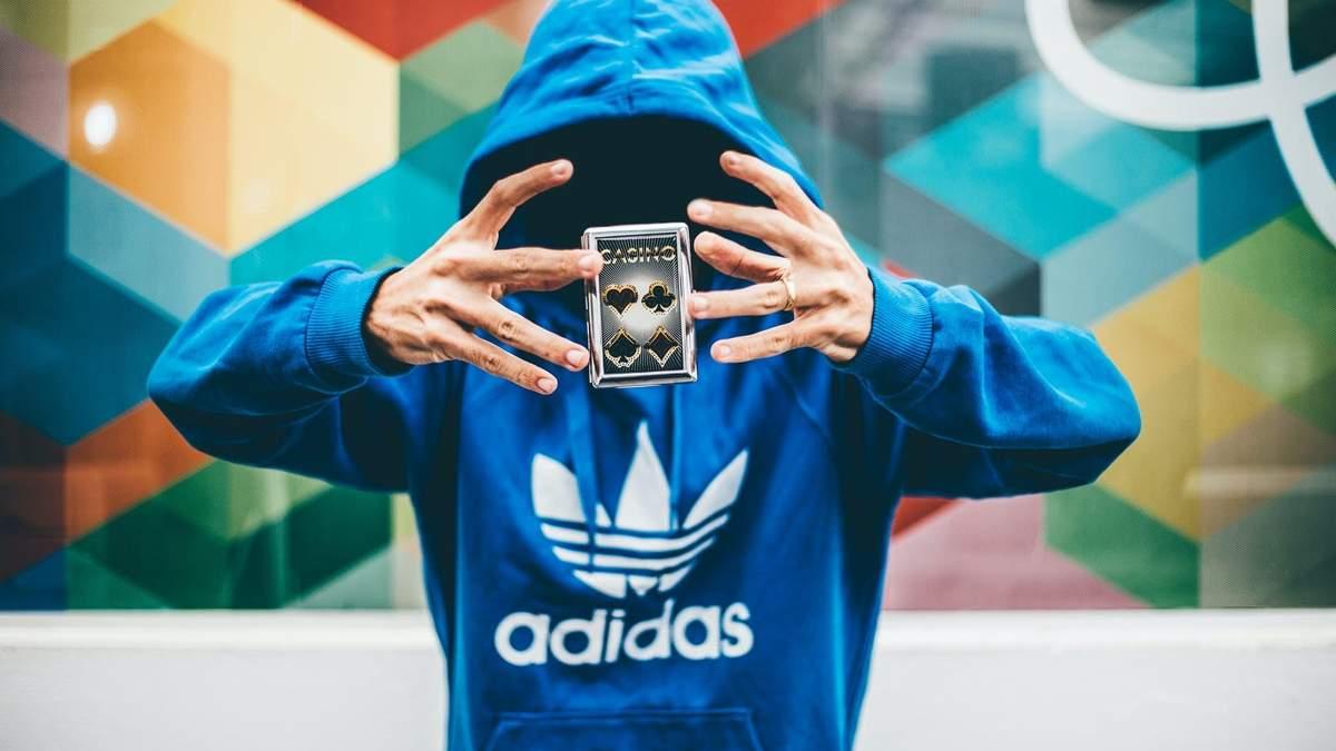 Adidas продасть бренд кросівок Reebok