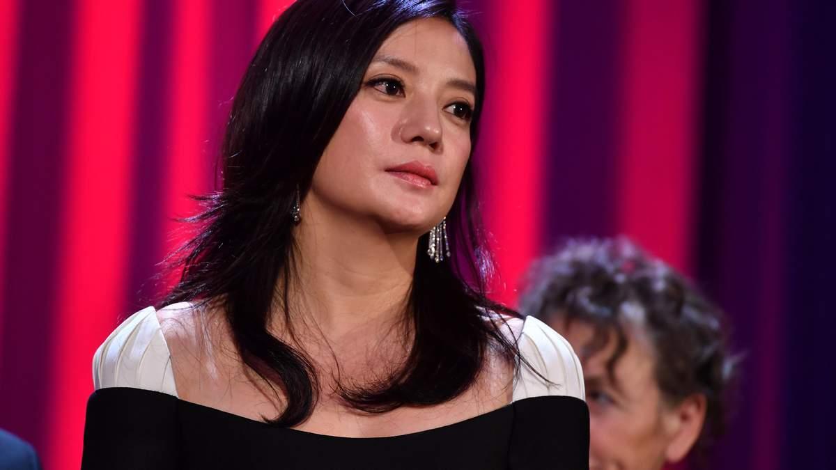 """Ни была патриоткой: Китай """"стер"""" из истории актрису, которая сыграла Мулан - Финансы"""