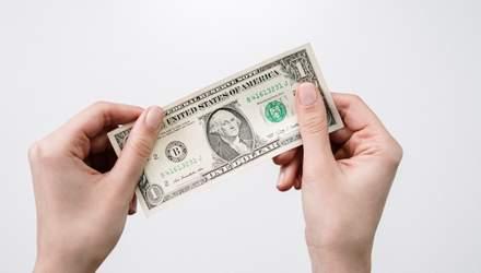 Более 100 миллионов долларов: украинцы активно скупают иностранную валюту