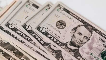 Курс валют на 1 березня: долар знову подорожчав, а євро навпаки – впало в ціні